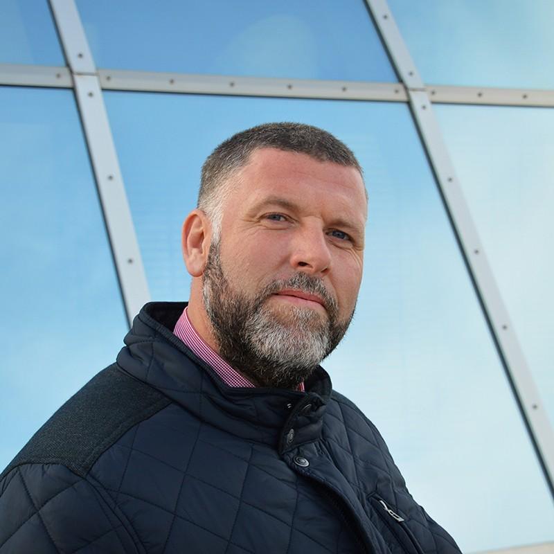 Sárközi Tibor kutyaház specialista